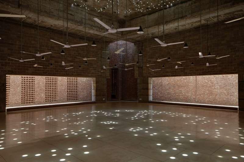 Column-free prayer hall