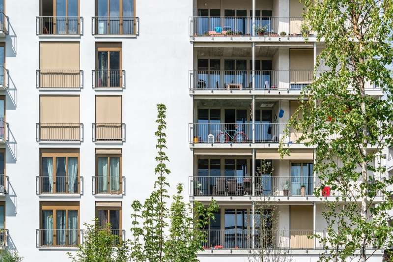 This mixed pattern is mimicked upstairs, where the balconies are animated by different lives.