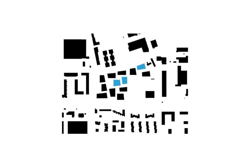 This site plan demonstrates the intentionally fragmented built pattern that defines the development. The three buildings shown in blue were designed by Pool Architekten.