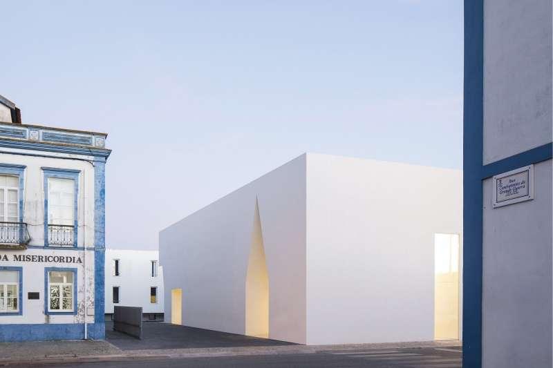 Meeting Center in Grandola, Aires Mateus Architects