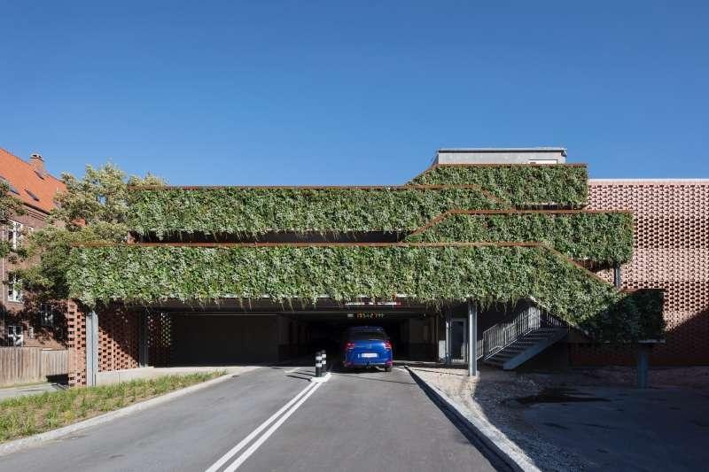 Multi-story Car Parking, Aarstiderne